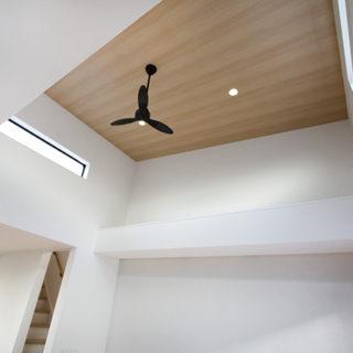 リビングの吹き抜け天井